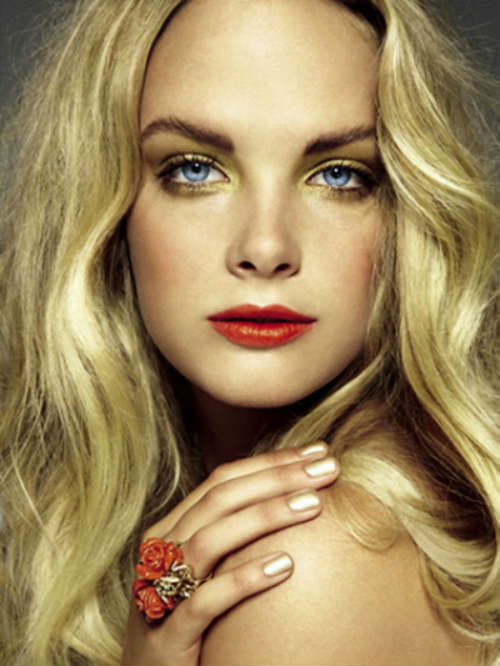 Eye makeup for blue eyes and blonde hair